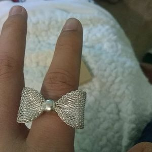 Jewelry - Sliver big bow ring